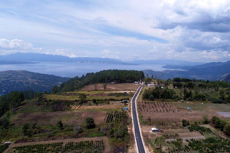 Ditjen Bina Marga membangun akses jalan dan jembatan untuk mendukung 5 Kawasan Strategis Pariwisata Nasional (KSPN) super prioritas. Salah satu destinasi super prioritas tersebut adalah Danau Toba di Sumatera Utara.