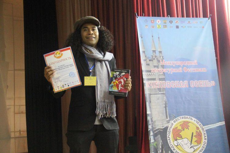 Penyair Indonesia Iwan Jaconiah meraih Diploma of Honor Award pada helatan X International Literary Festival Chekhov Autumn-2019 di Yalta, Republik Crimea, Federation Rusia, Kamis (24/10/2019).