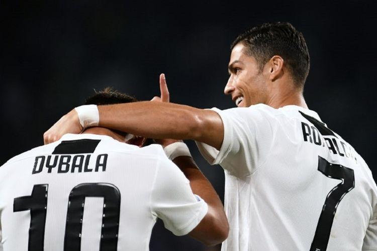 Paulo Dybala dan Cristiano Ronaldo merayakan gol Juventus ke gawang Bologna pada pertandingan Serie A di Stadion Allianz, 26 September 2018.