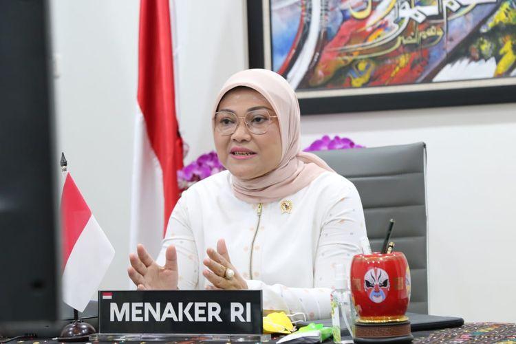 Menteri Ketenagakerjaan Ida Fauziyah memberikan sambutan webinar daring K3 Nasional di Jakarta, Senin (15/2/2021).