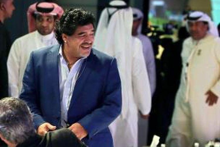 Legenda sepak bola Argentina, Diego Maradona, menghadiri Konferensi Olahraga Internasional, di Dubai, pada 28 Desember 2012.