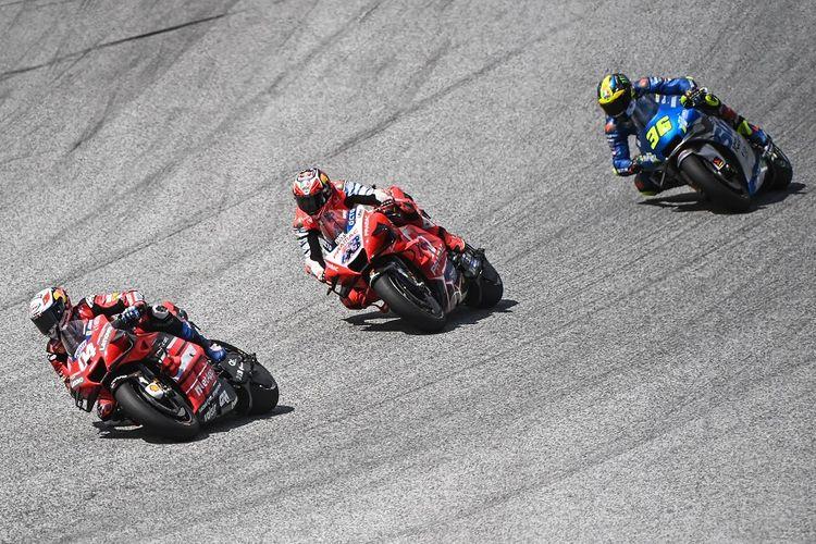 Pebalap Ducati Andrea Dovizioso, pebalap Pramac Racing Jack Miller, dan pebalap Suzuki Ecstar Joan Mir dalam MotoGP Austria Grand Prix di Sirkuit Red Bull Ring di Spielberg, Austria pada 16 Agustus 2020.