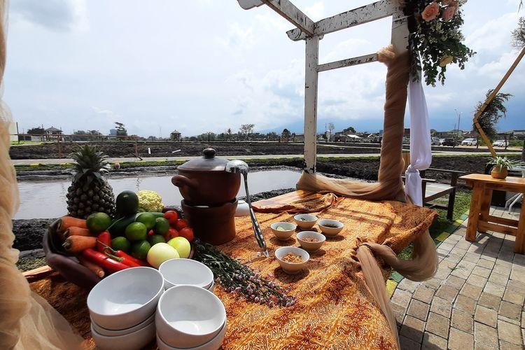 Suasana konsep resepsi pernikahan atau wedding yang ditawarkan NK Cafe di Kabupaten Malang, Kamis (21/1/2021).