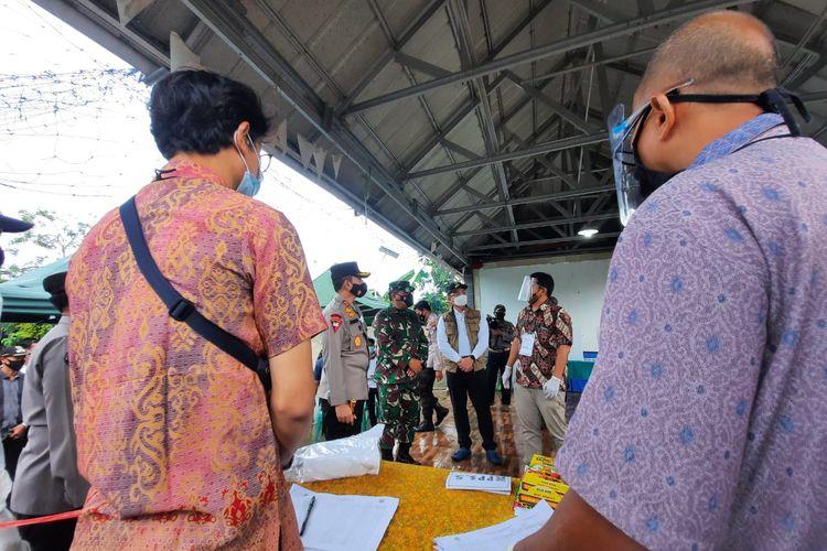 Kapolda Banten bersama Pangdam Siliwangi saat mengecek TPS di Kecamatan Kramatwatu Kabupaten Serang