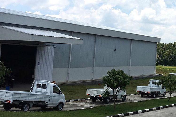 Suasana di halaman pabrik Esemka di Boyolali, Jawa Tengah.