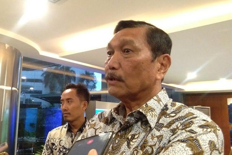 Menko Maritim dan Investasi, Luhut B Pandjaitan memberikan keterangan pers kepada awak media sebelum balik ke kediamannya, Jakarta, Jumat (10/1/2020).