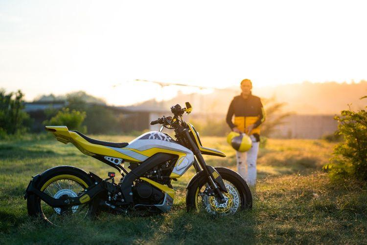 Yamaha XSR 155 bergaya futuristic supermotor garapan Treasure Garage