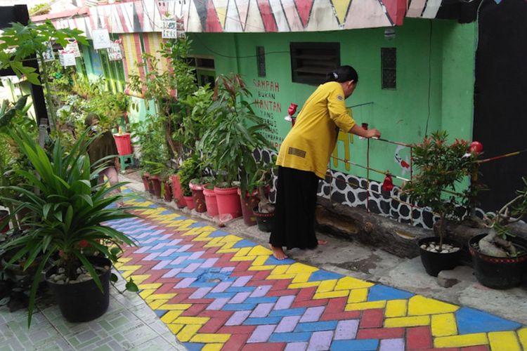 Tidak hanya tanaman hidroponik, namun warga di RT 02/RW 07 Sidokumpul juga memelihara ikan hias di pekarangan rumah.