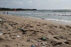 Tiga Hari Terakhir, 18 Ton Sampah Kiriman Terangkut dari Pantai Kuta
