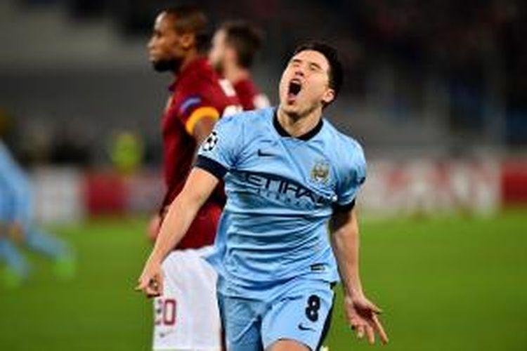 Gelandang Manchester City, Samir Nasri, seusai mencetak gol ke gawang AS Roma pada matchday keenam Grup E Liga Champions di Olimpico, Rabu (10/12/2014).