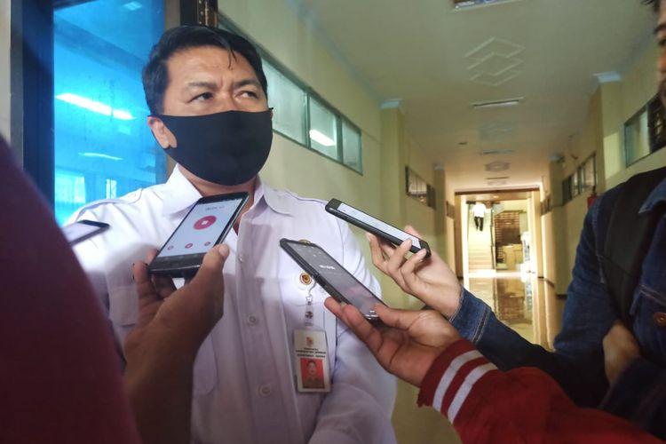 Kepala Dispendik Jember Edy Budi Susilo usai rapat dengar pendapat di Komisi D DPRD Jember Rabu (12/11/2020)