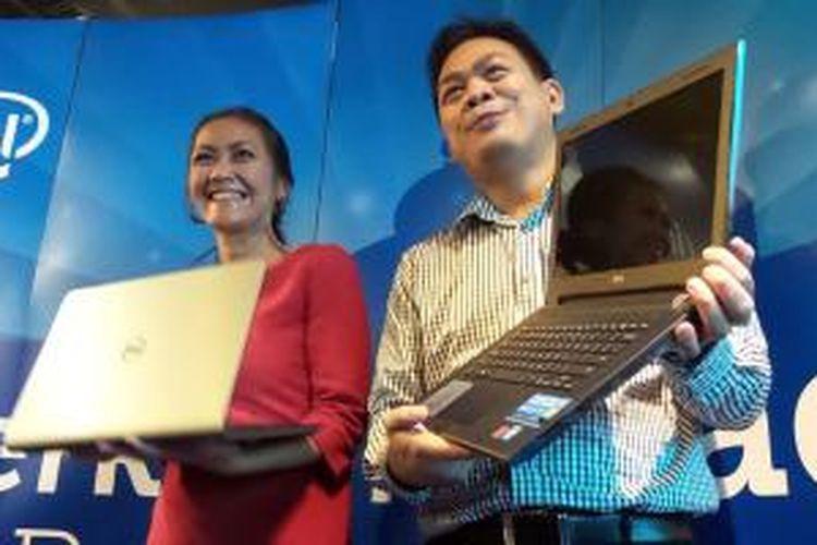 Jane Ritonga, Brand Manager Dell (kiri) bersama Primawan Badri, Country Manager and Director - Consumer, Dell (kanan) berfoto setelah peluncuran Inspiron seri 3000 dan 5000.