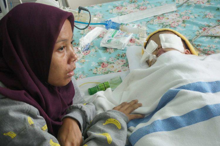 Sinta (27) ditetapkan sebagai tersangka penganiayaan putri kandungnya, Calista (15 bulan).
