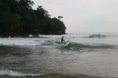 Pantai Wedi Awu Malang, Surfing dan Naik Perahu ke Pantai Pasir Putih