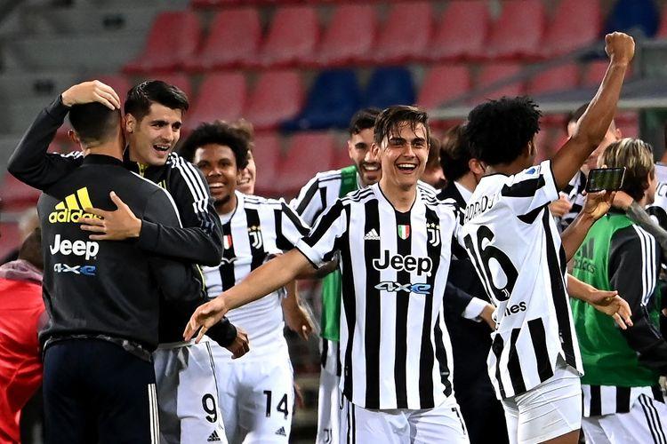 Selebrasi para pemain Juventus setelah berhasil finis empat besar Liga Italia 2020-2021 dan memastikan langkah ke Liga Champions musim depan.