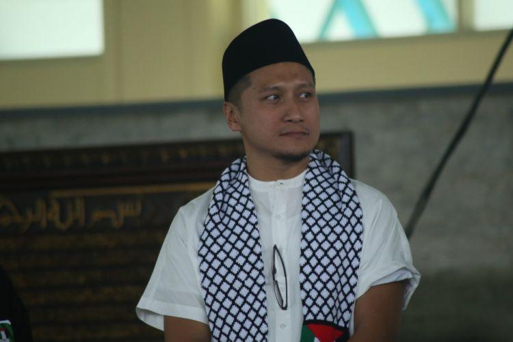 Arie untung saat menghadiri acara  24 jam doa untuk Al Aqsha di Masjid Raya Pondok Indah, Jakarta,  Senin (22/01/2018).