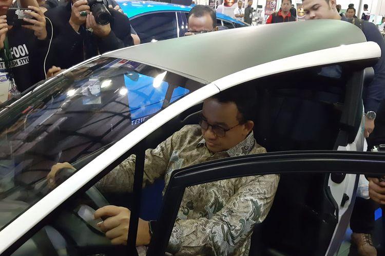 Anies Baswedan menyambangi helatan Indonesia Electric Motor Show (IEMS) 2019, Jakarta, Kamis (5/9/2019).