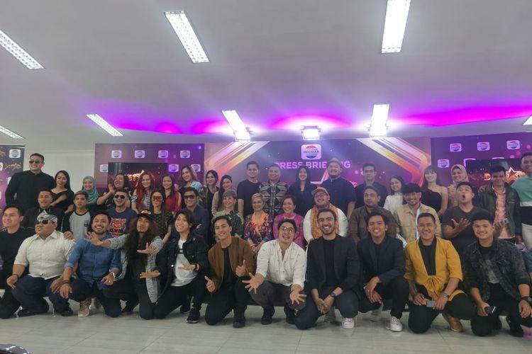 Seluru kontestan, juri dan pembawa acara DStar dalam jumpa pers di kawasan Daan Mogot, Jakarta Barat, Senin (17/6/2019).