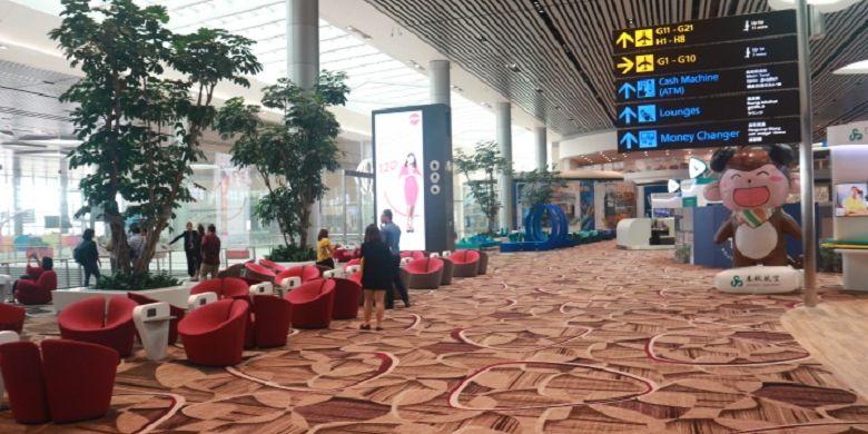 Area ruang tunggu calon penumpang di Terminal 4 Bandara Changi, Singapura, Selasa (25/7/2017). Terminal 4 Bandara Changi terdiri dari dua lantai, dengan bangunan setinggi 25 meter dan luas tanah kurang lebih sebesar 225.000 meter persegi atau sekitar 27 kali lapangan sepak bola.