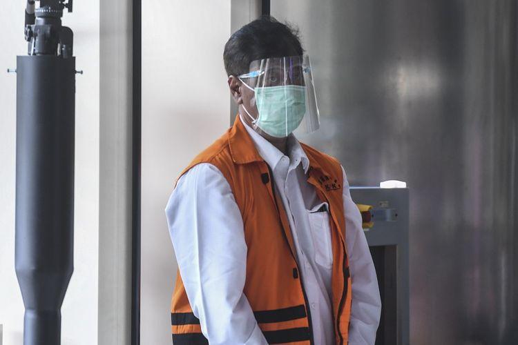 Direktur PT Dua Putra Perkasa, Suharjito bersiap menjalani pemeriksaan di gedung KPK, Jakarta, Rabu (20/1/2021). Suharjito diperiksa penyidik KPK dalam perkara dugaan suap kepada mantan Menteri Kelautan dan Perikanan Edhy Prabowo terkait perizinan ekspor benih lobster. ANTARA FOTO/Hafidz Mubarak A/foc.