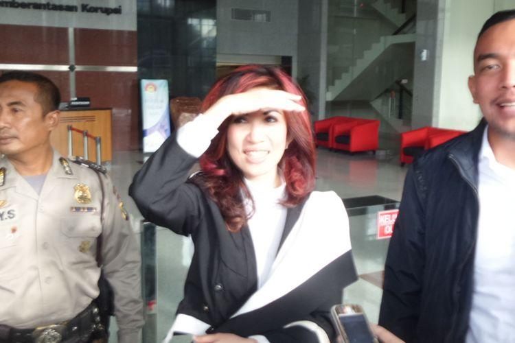 Sonia Wibisono seusai diperiksa di Gedung KPK Jakarta, Jumat (26/1/2018).