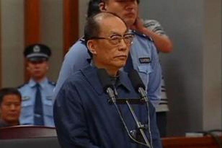 Mantan Menteri Perkeretaapian China, Liu Zhijun, dijatuhi hukuman mati dengan penangguhan dua tahun setelah terbukti menerima suap dan menyalahgunakan wewenang.