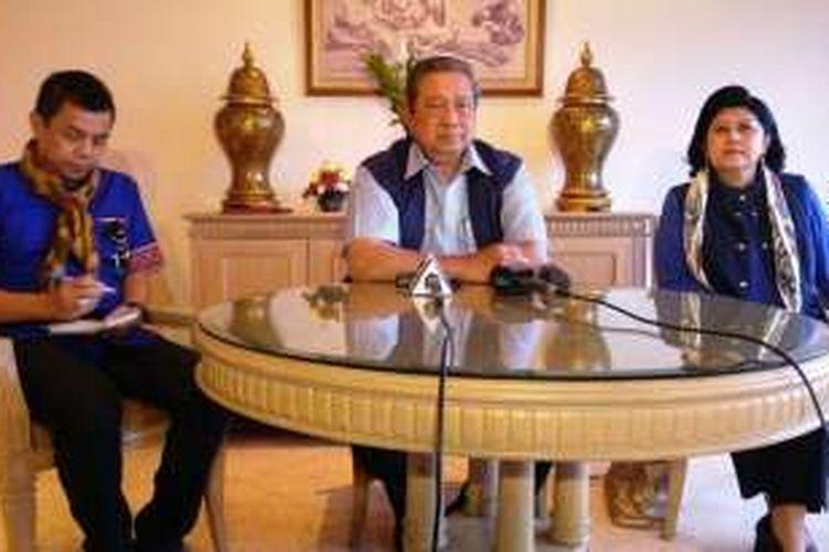 Ketua Umum Partai Demokrat Susilo Bambang Yudhoyono memberikan keterangan kepada media mengenai kegiatan