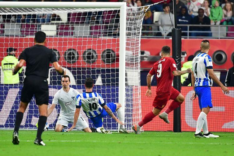 Penyerang Liverpool, Roberto Firmino, membobol gawang Monterrey pada babak semifinal Piala Dunia Antarklub 2019.