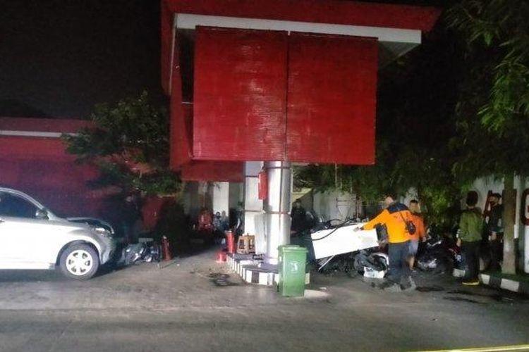 Kondisi pengisian BBM di SPBU Baron pasca diseruduk mobil Daihatsu Terios Abu-abu dan menimpa 3 motor, pada Senin (22/6/2020).