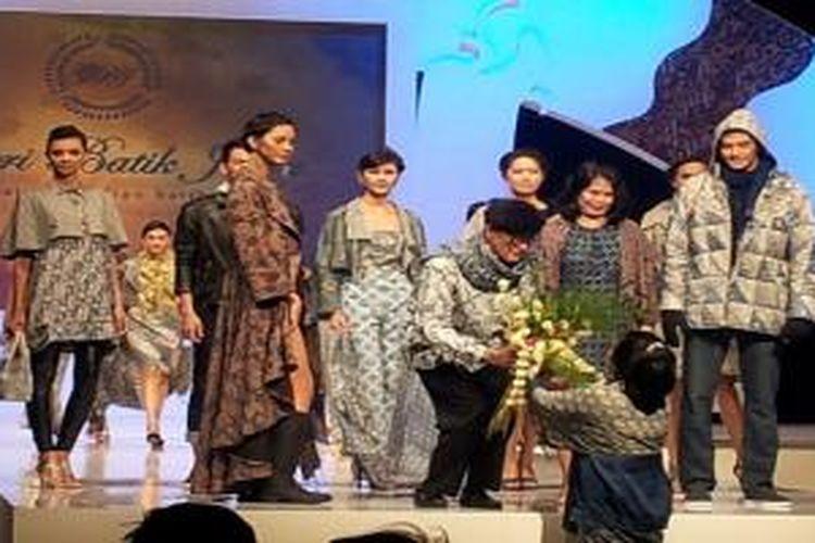 Galeri Batik Jawa mempersembahkan peragaan busana