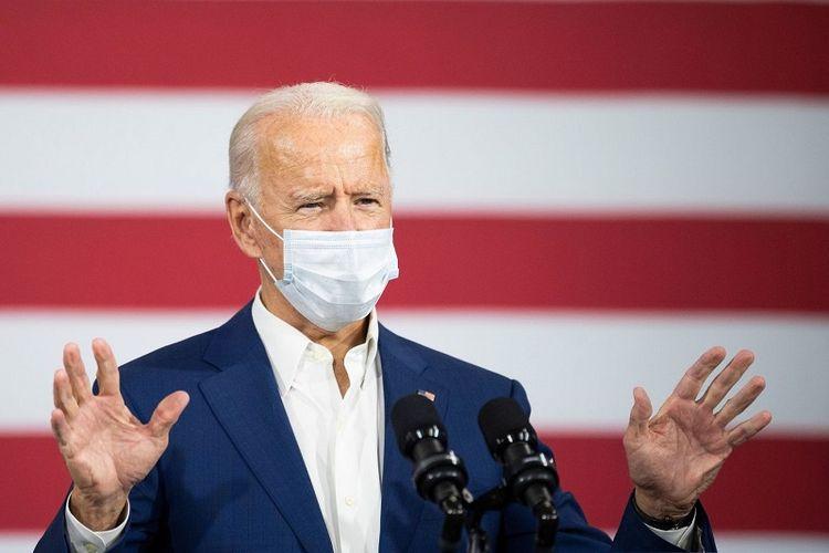 Calon Presiden Partai Demokrat Joe Biden berkampanye di fasilitas pembuatan aluminium kota Manitowoc, Wisconsin, Senin (21/09/2020)