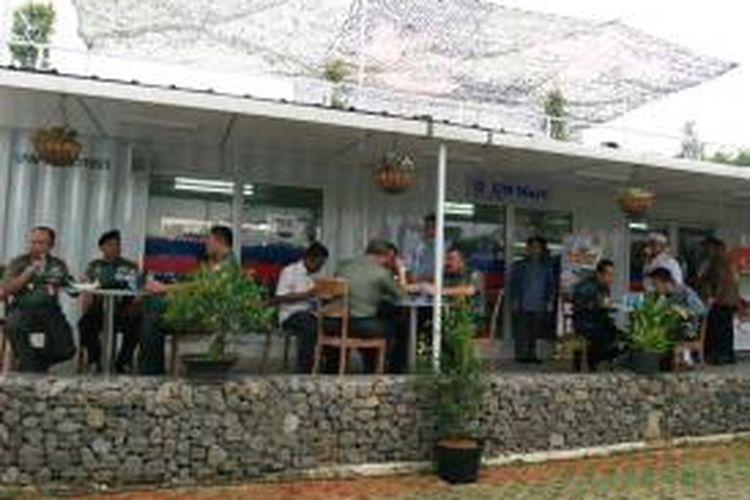 Suasana UN Mart yang merupakan hasil kerjasama antara RNI dan Pusat Misi Pemeliharaan Perdamaian (PMPP) TNI di Sentul Bogor, Jawa Barat.