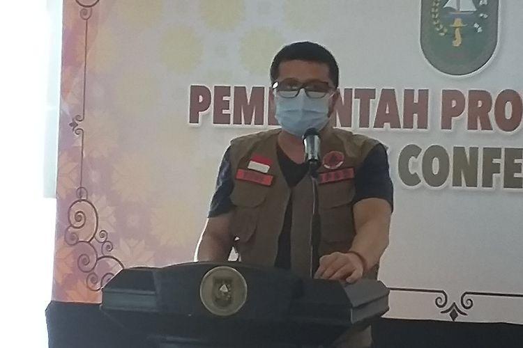 Jubir Satgas Penanganan Covid-19 Riau, dr Indra Yovi saat mengadakan konferensi pers terkait perkembangan kasus Covid-19, di Gedung Daerah Riau di Kota Pekanbaru, Kamis (27/5/2021).