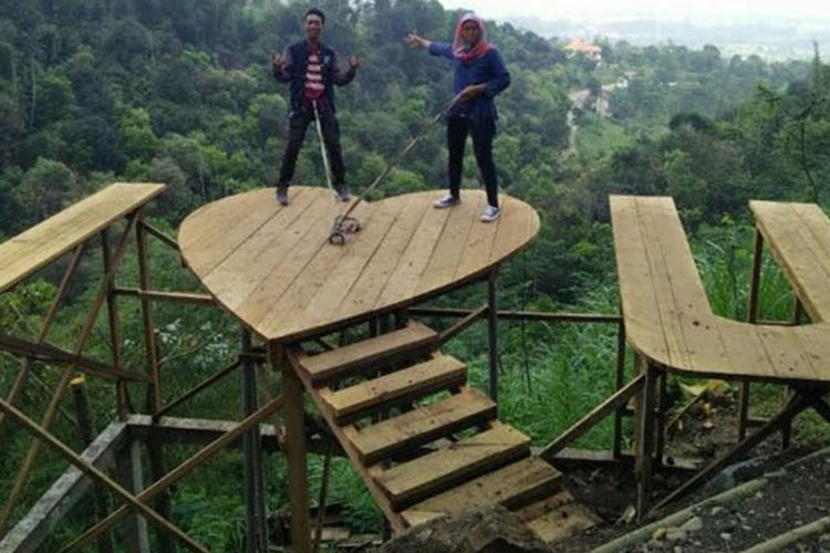 Lembah Cinta, salah satu spot wisata di Claket Adventure Park, Kabupaten Mojokerto, Jawa Timur.