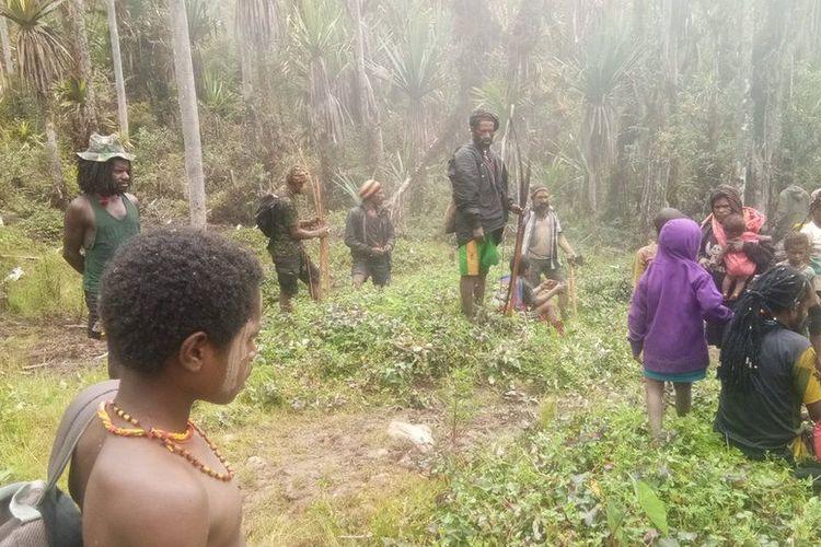 Warga Nduga dalam pelarian di hutan, menghindari kontak senjata antara TNI/Polri dan kelompok bersenjata / Jurnalis Warga Noken
