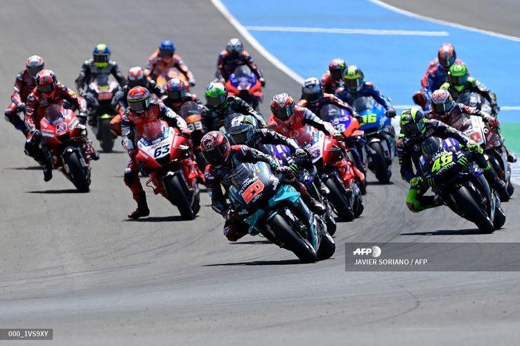 Para pebalap beraksi di MotoGP Andalusia yang berlangsung di Sirkuit Jerez, Spanyol, Minggu (26/7/2020).