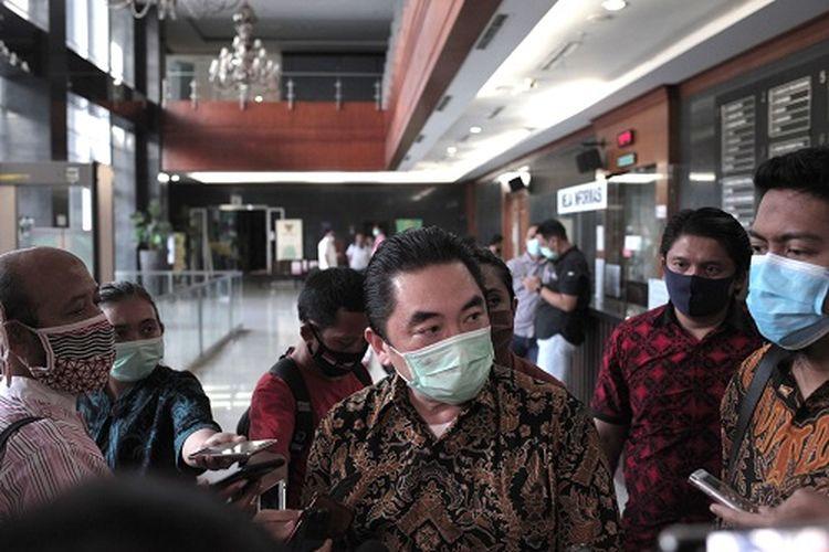Direktur Utama KCN Widodo Setiadi menanti agenda pembacaan pengesahan perdamaian sejak pukul 08.00 WIB. Pihaknya mengaku bingung atas putusan majelis yang baru disampaikan pada pukul 16.30 WIB yang mneyatakan proses PKPU diperpanjang selama 60 hari dari PKPU Sementara mnejadi PKPU Tetap.