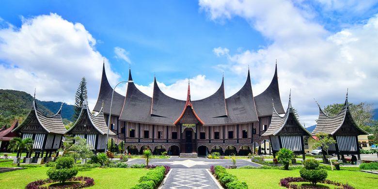 Rumah Gadang Rumah Adat Minangkabau Sumatera Barat Halaman All Kompas Com