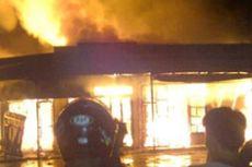 Ratusan Kios di Pasar Rombengan Kendari Ludes Terbakar