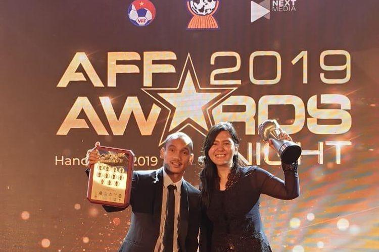 Riko Simanjuntak (Kanan) Bersama Ratu Tisha Destria (Kiri) saat Merayakan Nominasi AFF Awards 2019, Hanoi, Vietnam pada Jumat (8/11/2019)