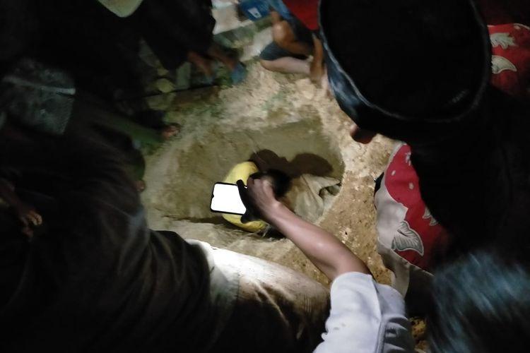 Pembongkaran makam akibat pencurian tali pocong di Desa Bukit Bungkul, Kecamatan Renah Pamenang, Kabupaten Merangin