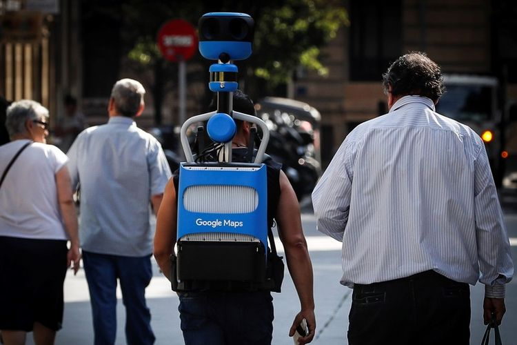 epa07672697 A man (C) carries one of Googles Street View Trekker backpack to capture photographs of the city, around San Sebastian, Spain, 25 June 2019.  EPA-EFE/JAVIER ETXEZARRETA