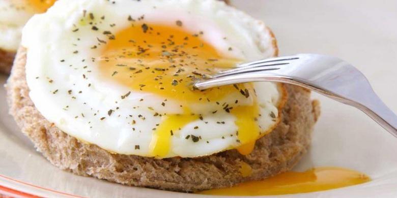 Pilih makan putih telur di restoran junk food.