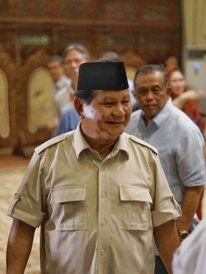 Calon presiden nomor urut 02 Prabowo Subianto seusai menggelar konferensi pers di kediaman pribadinya, Jalan Kertanegara, Jakarta Selatan, Rabu (8/5/2019).