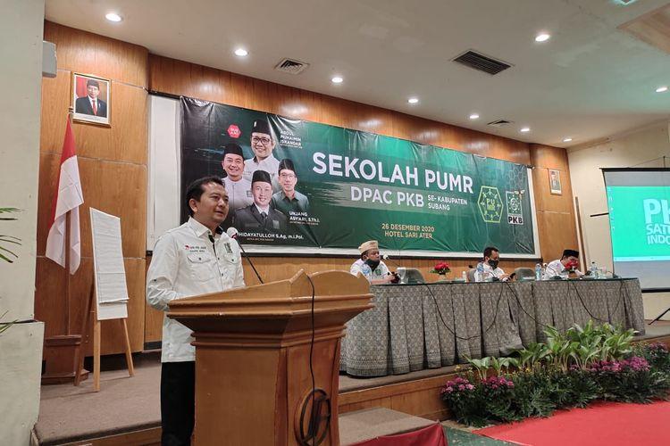 Ketua DPW PKB Jabar Syaiful Huda saat memberikan sambutan dalam pembukaan sekolah PUMR yang digelar Dewan Pengurus Cabang (DPC) PKB Kabupaten Subang di Hotel Sariater, Minggu.