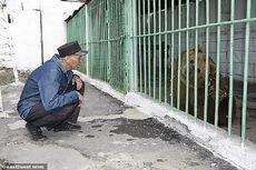 Dikurung di Penjara Manusia, Beruang Ini