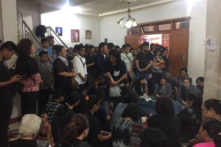 Suasana rumah duka Christiano, korban tenggelam di Duren Sawit, Jakarta Timur, Sabtu (26/10/2019).