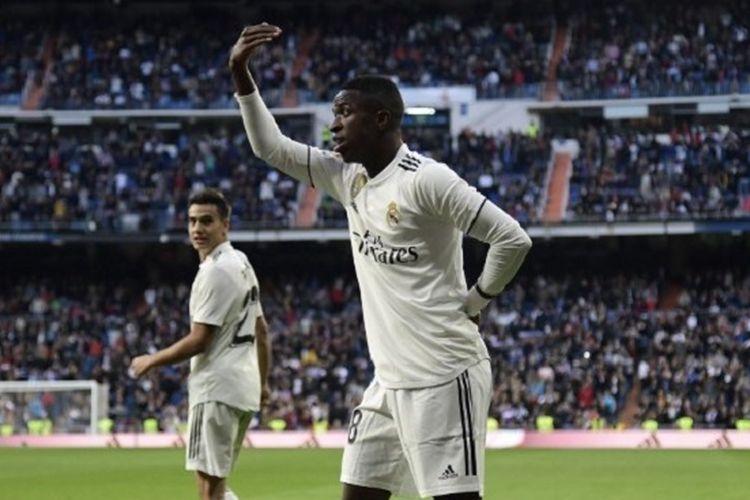 Aksi Vinicius Junior saat merayakan gol bunuh diri lawan pada pertandingan Real Madrid vs Real Valladolid di Stadion Santiago Bernabeu dalam lanjutan Liga Spanyol, 3 November 2018.