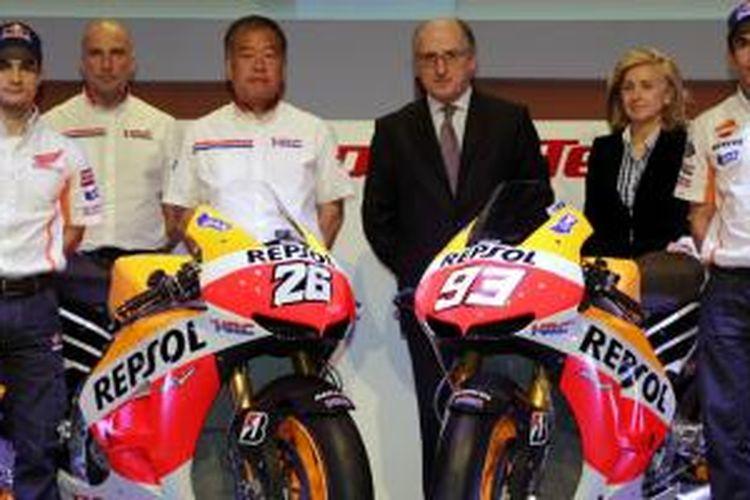 Shuhei Nakamoto (tiga dari kiri) mengancam angkat kaki dari MotoGP jika mandatori ECU diberlakukan.