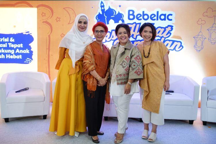 Dari kiri ke kanan: Aktris Shireen Sungkar, Prof.Dr.Saptawati Bardosono, Roslina Verauli, dan Deska Hapsari Nugrahaini, dalam acara diskusi yang diadakan Bebelac di Jakarta (16/5/2019).